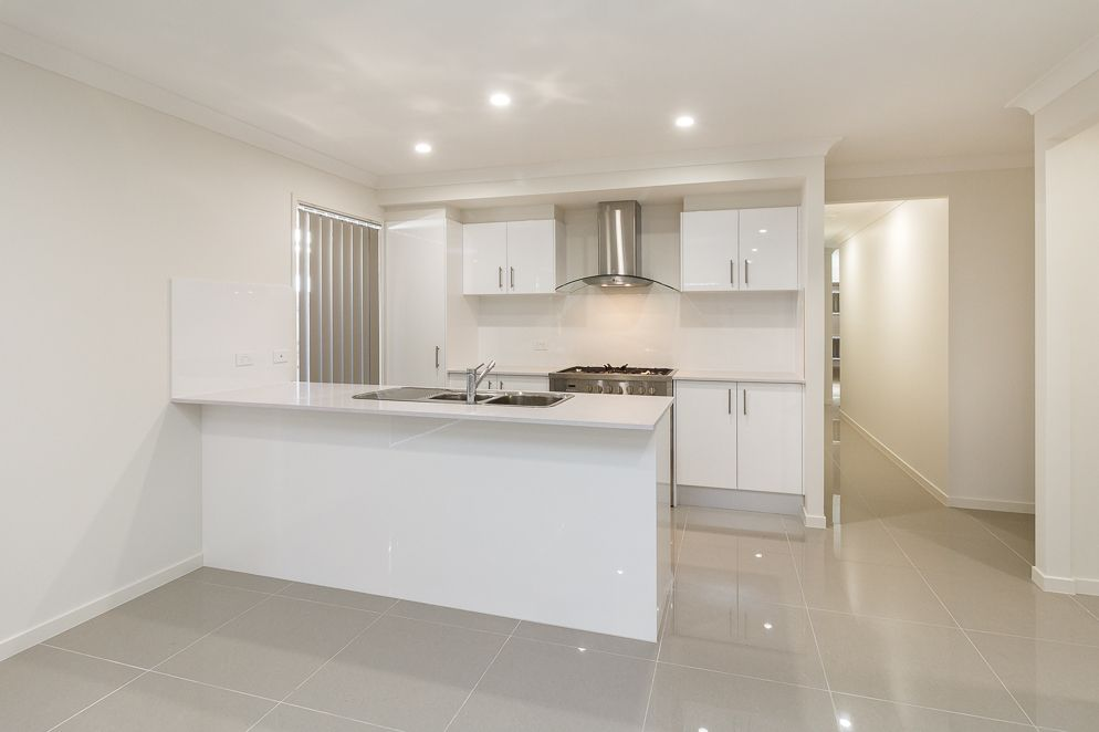 27 Haven Drive, Holmview QLD 4207, Image 2