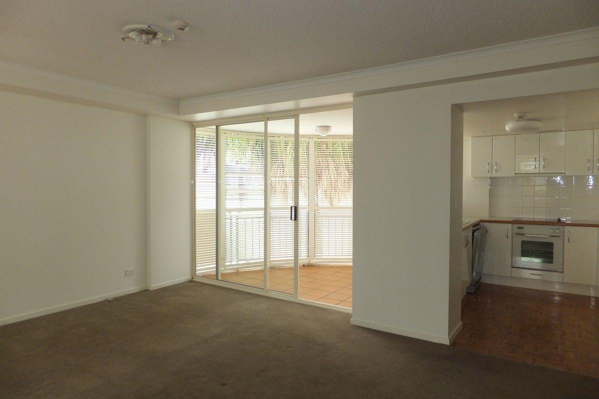 98 Holman Street, Kangaroo Point QLD 4169, Image 2