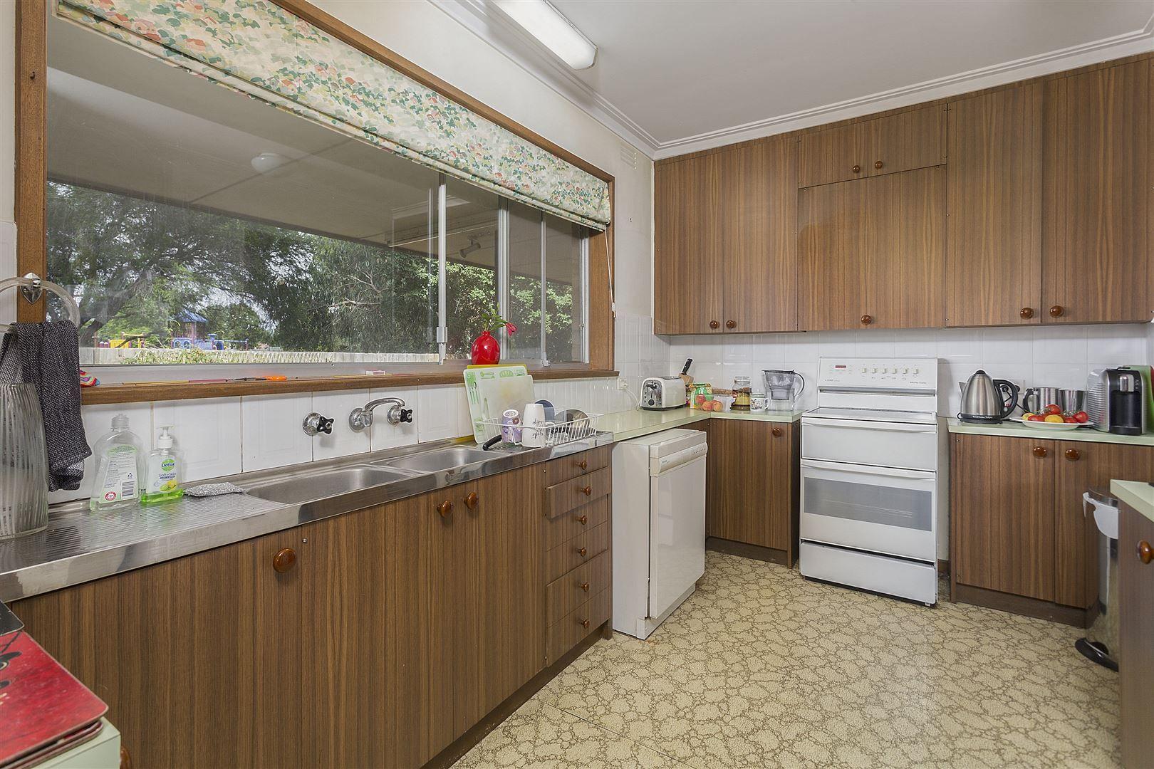 233 Lawrence Road, Mount Waverley VIC 3149, Image 2