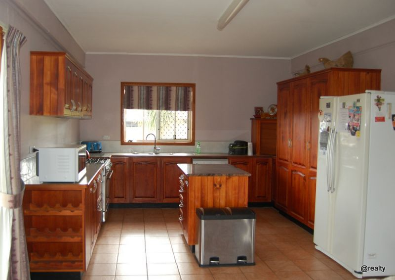 330 Stretton Drive, Blackbutt QLD 4314, Image 2