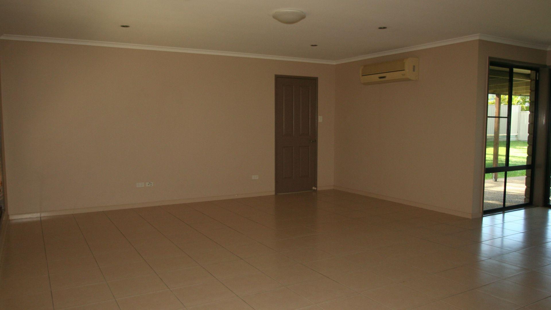 8 Coldstream Street, Emerald QLD 4720, Image 2