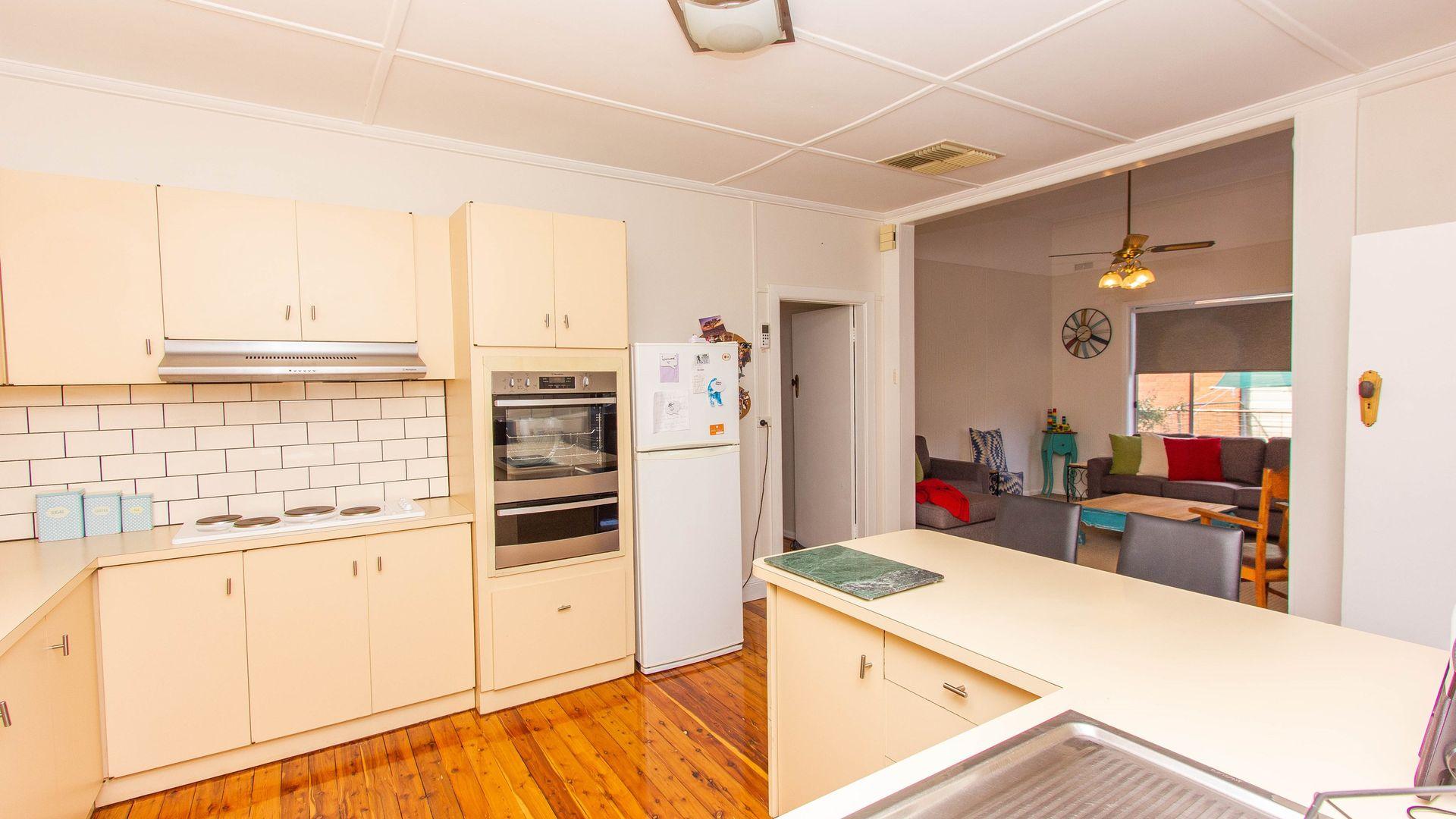 162 Larmer Street, Narrandera NSW 2700, Image 2