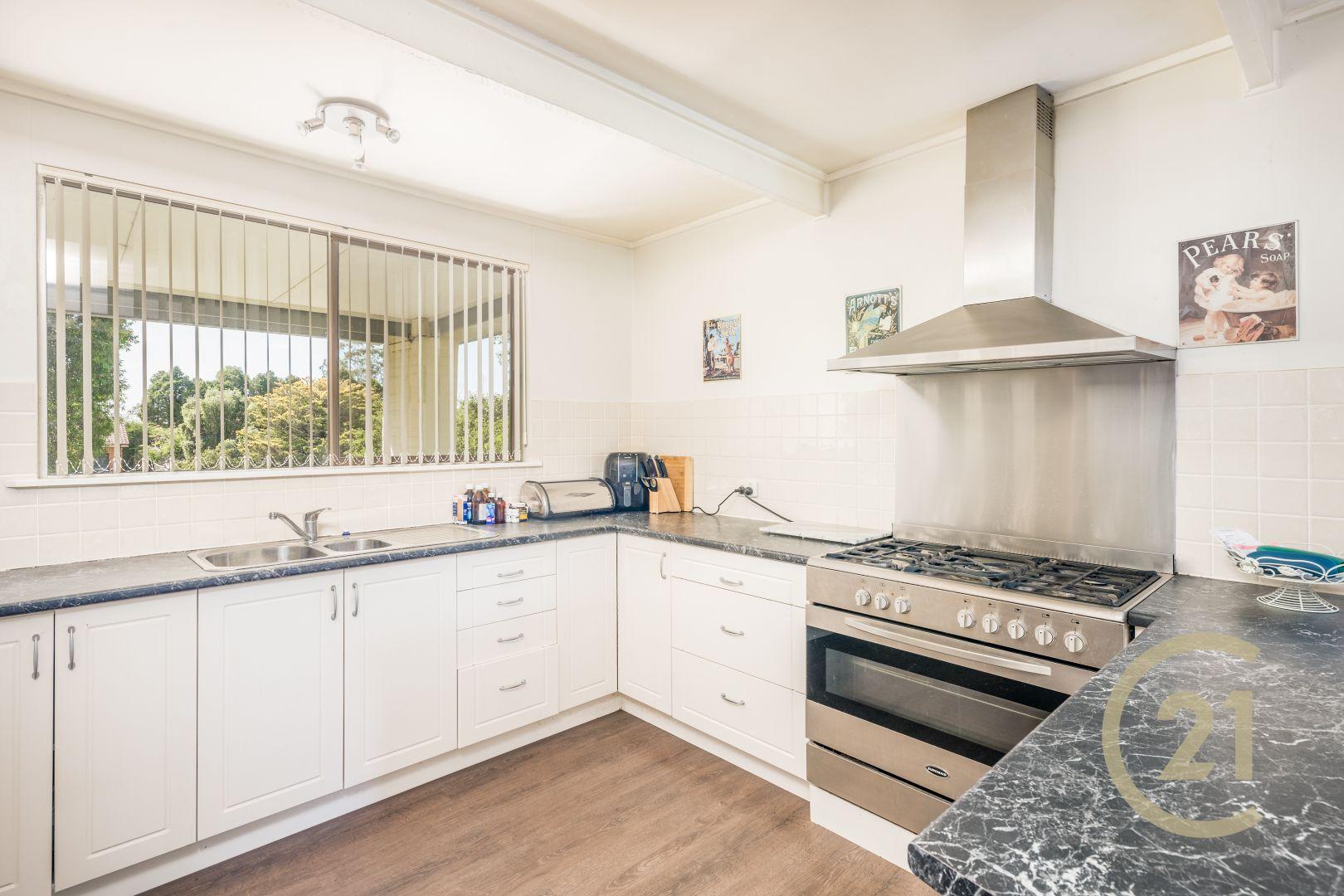 4 Osborne Avenue, Bathurst NSW 2795, Image 2