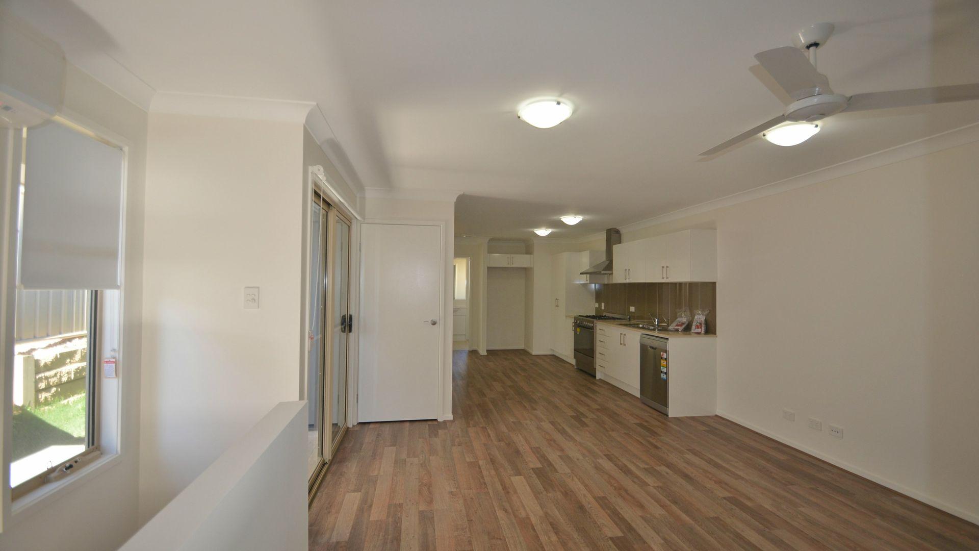 1/12 Carlin Street, Glenvale QLD 4350, Image 2