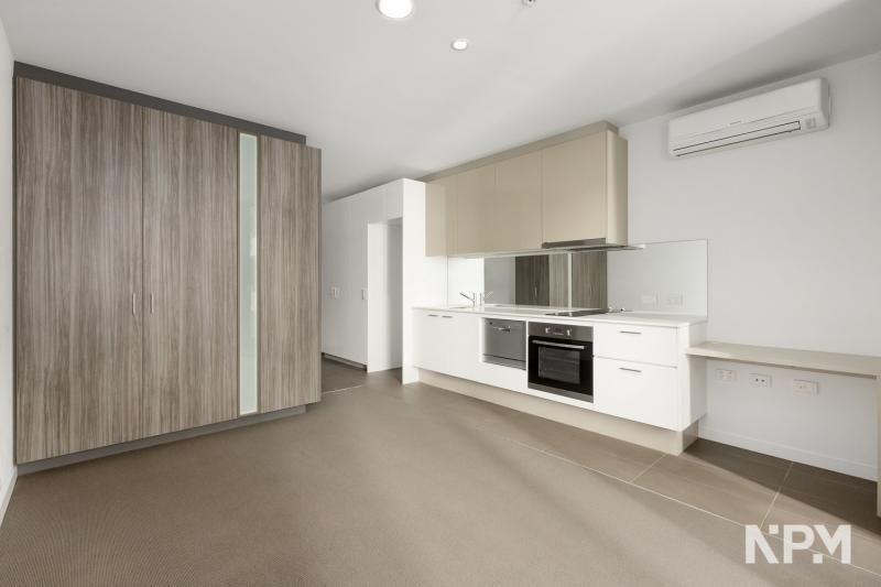 2307/220 Spencer Street, Melbourne VIC 3000, Image 2