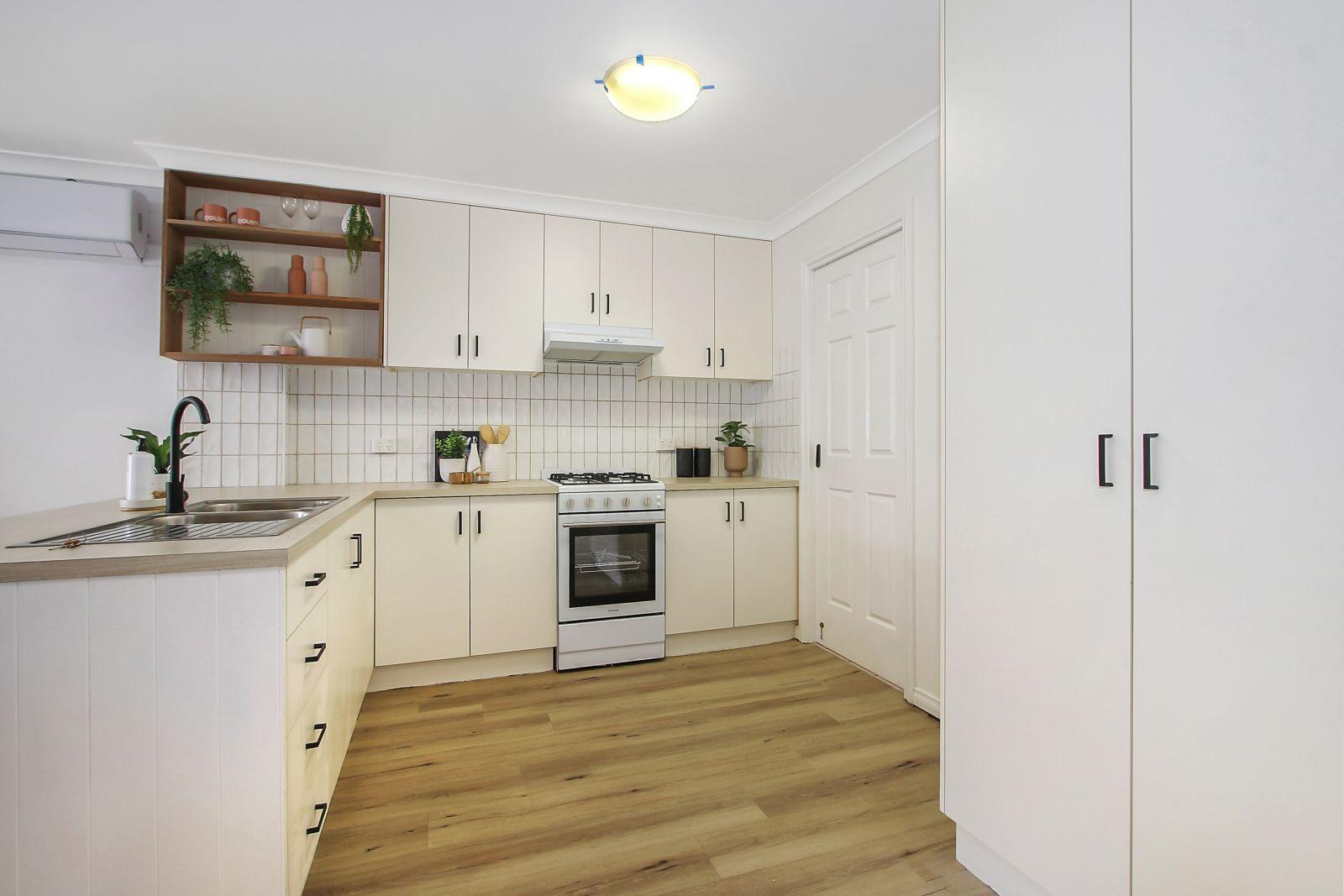 2/4 Owen Court, Lavington NSW 2641