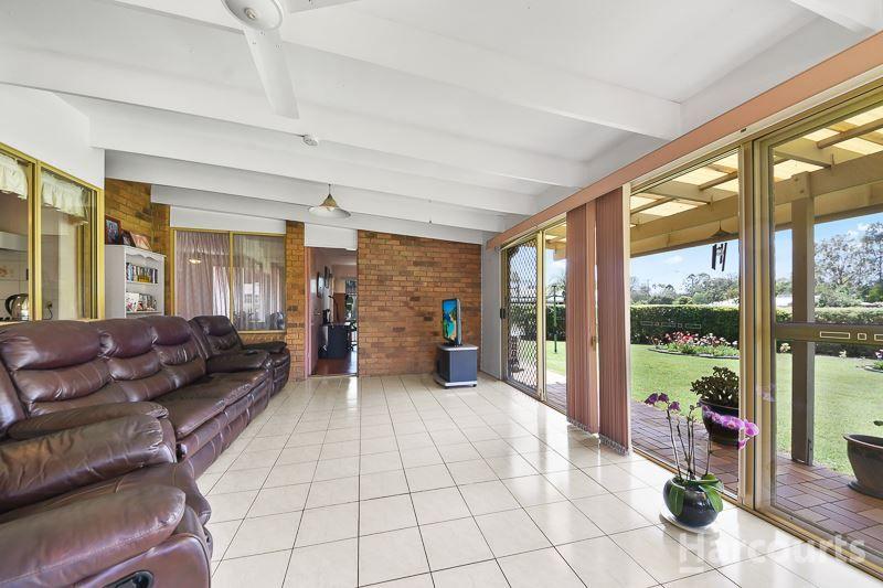 1 Crestbrook Drive, Morayfield QLD 4506, Image 2