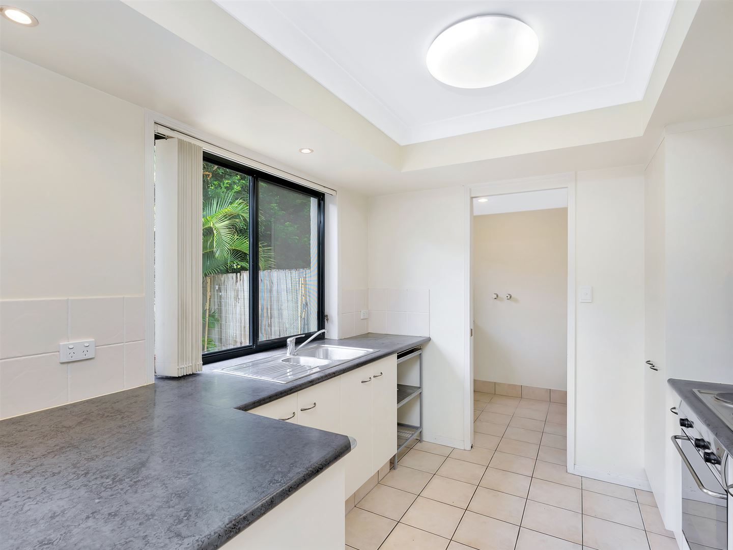 4/123 Pohlman Street, Southport QLD 4215, Image 2