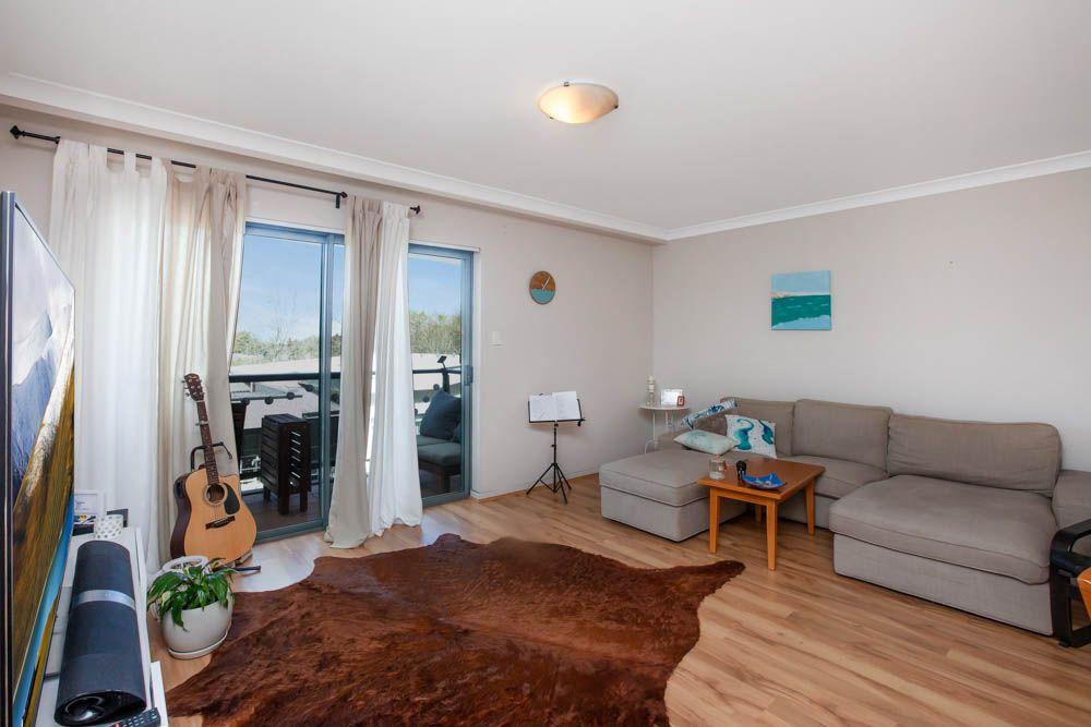53/122 Mounts Bay Road, Perth WA 6000, Image 2