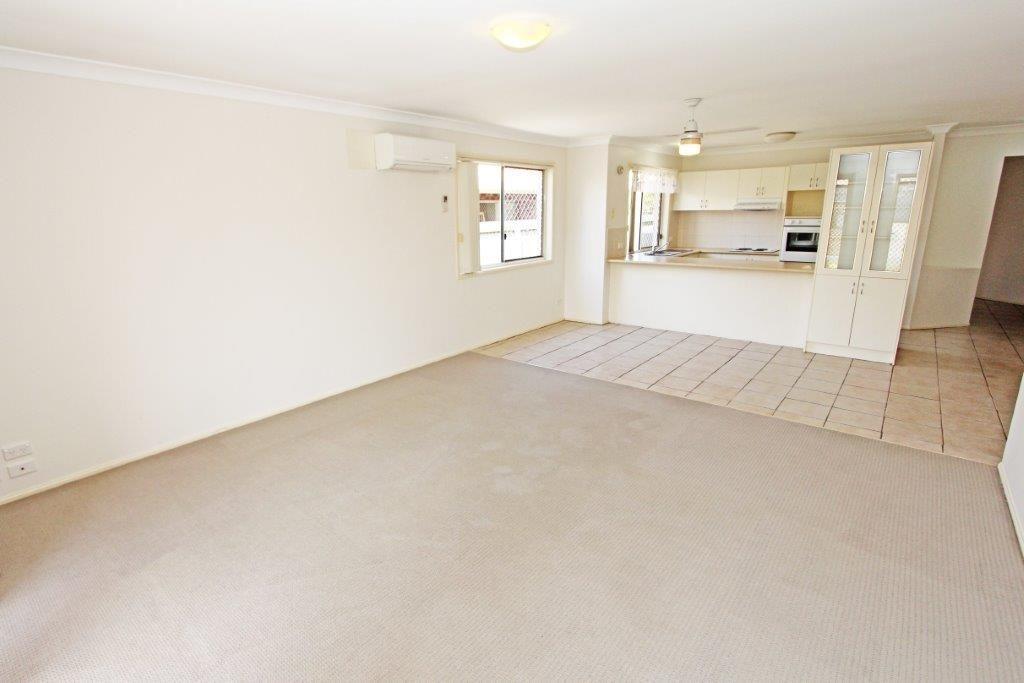 1/10 Tanias Place, Labrador QLD 4215, Image 2