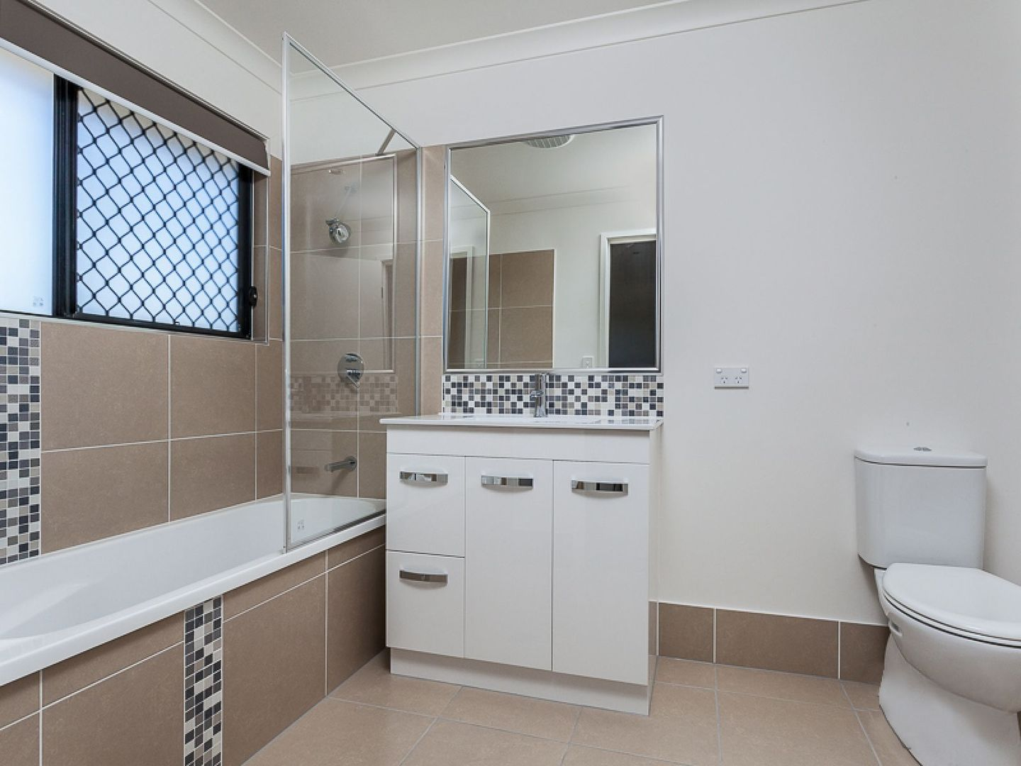 ID:3906656/70 Bettson Boulevard, Griffin QLD 4503, Image 2