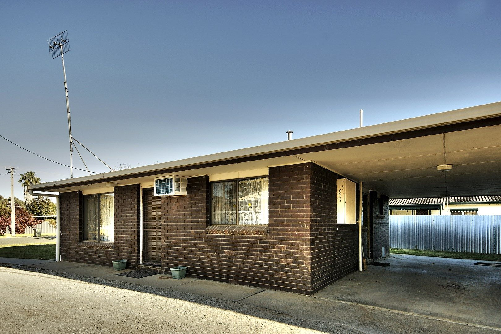 1/249 Victoria Street, Deniliquin NSW 2710, Image 0