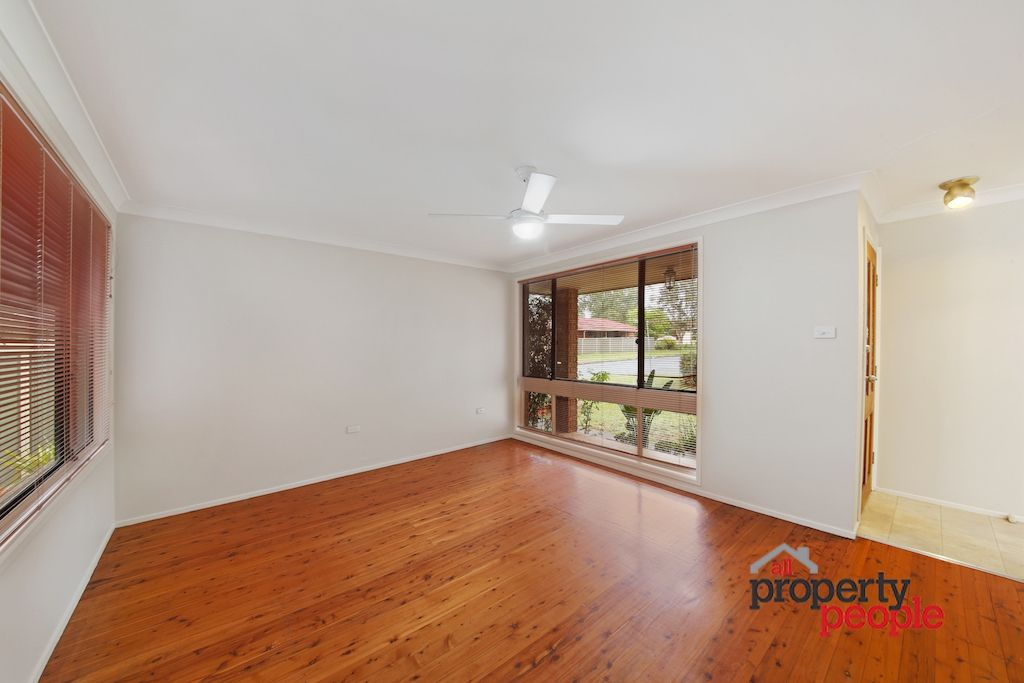 2 Hyacinth Avenue, Macquarie Fields NSW 2564, Image 1