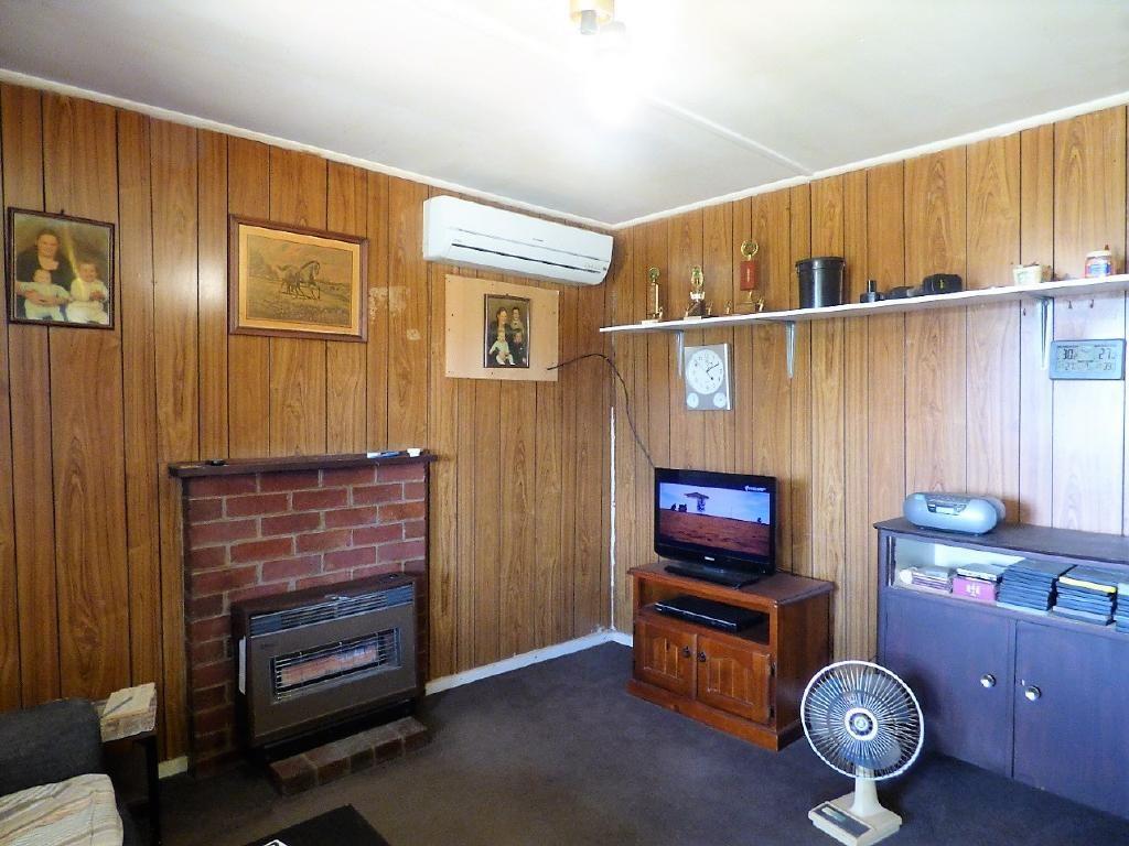 10 Lawrence Street, Cootamundra NSW 2590, Image 2