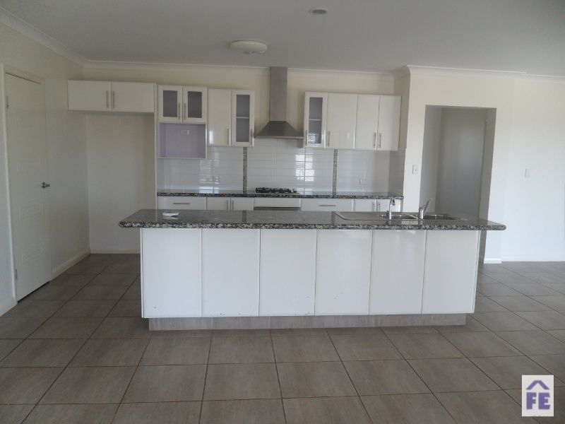 21-23 Peregrine Drive, Kingaroy QLD 4610, Image 2