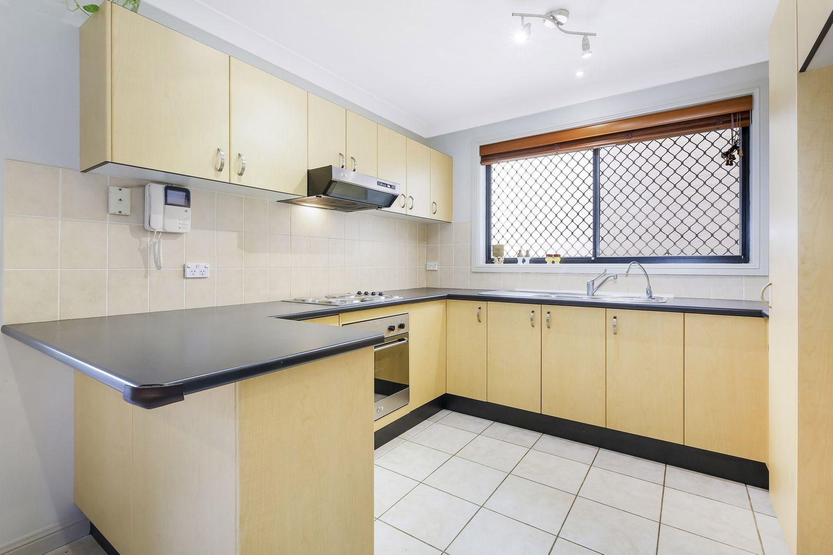 2/73 Buckingham Street, Canley Heights NSW 2166, Image 2