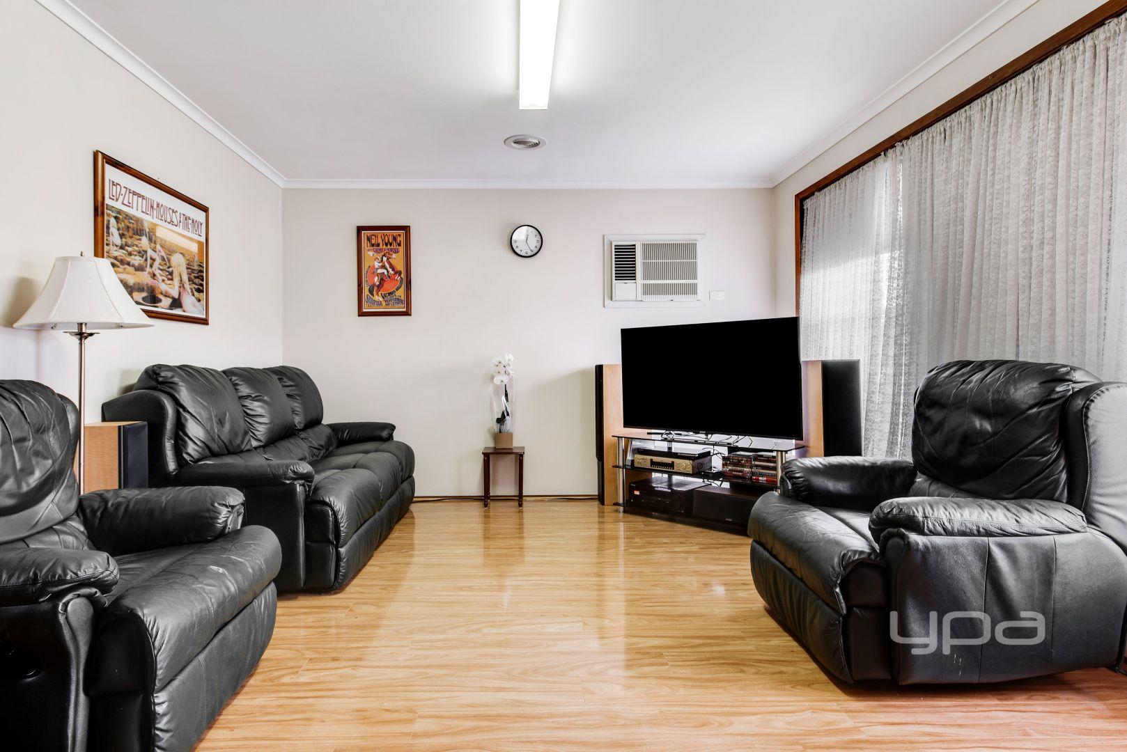 82 Bushfield  Crescent, Coolaroo VIC 3048, Image 2