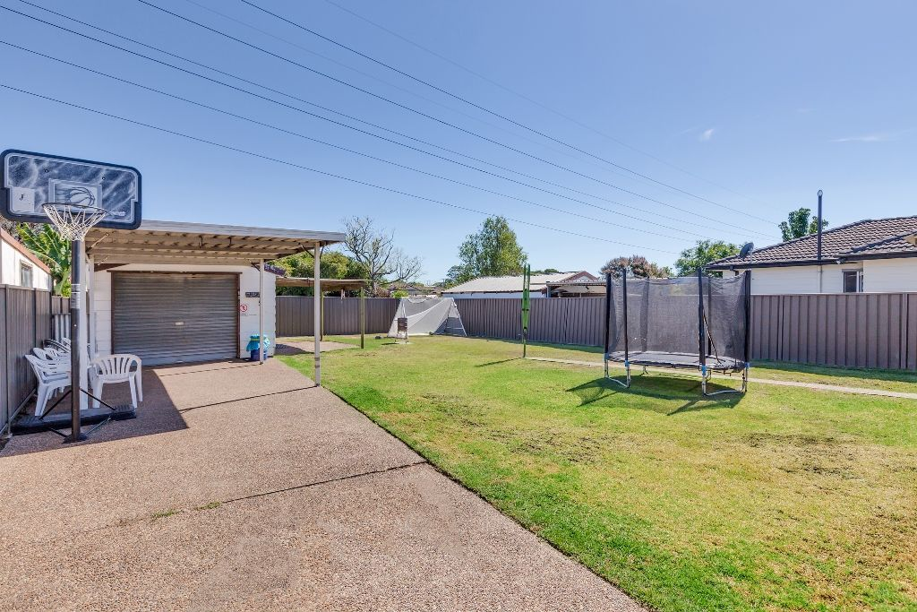 8 Curlew Crescent, Woodberry NSW 2322, Image 2