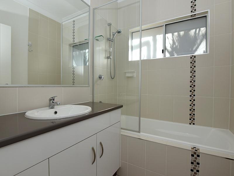 2/21B North Street, Mount Lofty QLD 4350, Image 2