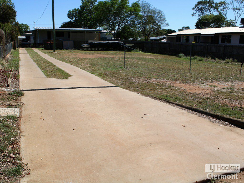 2/11 French Court, Clermont QLD 4721, Image 2