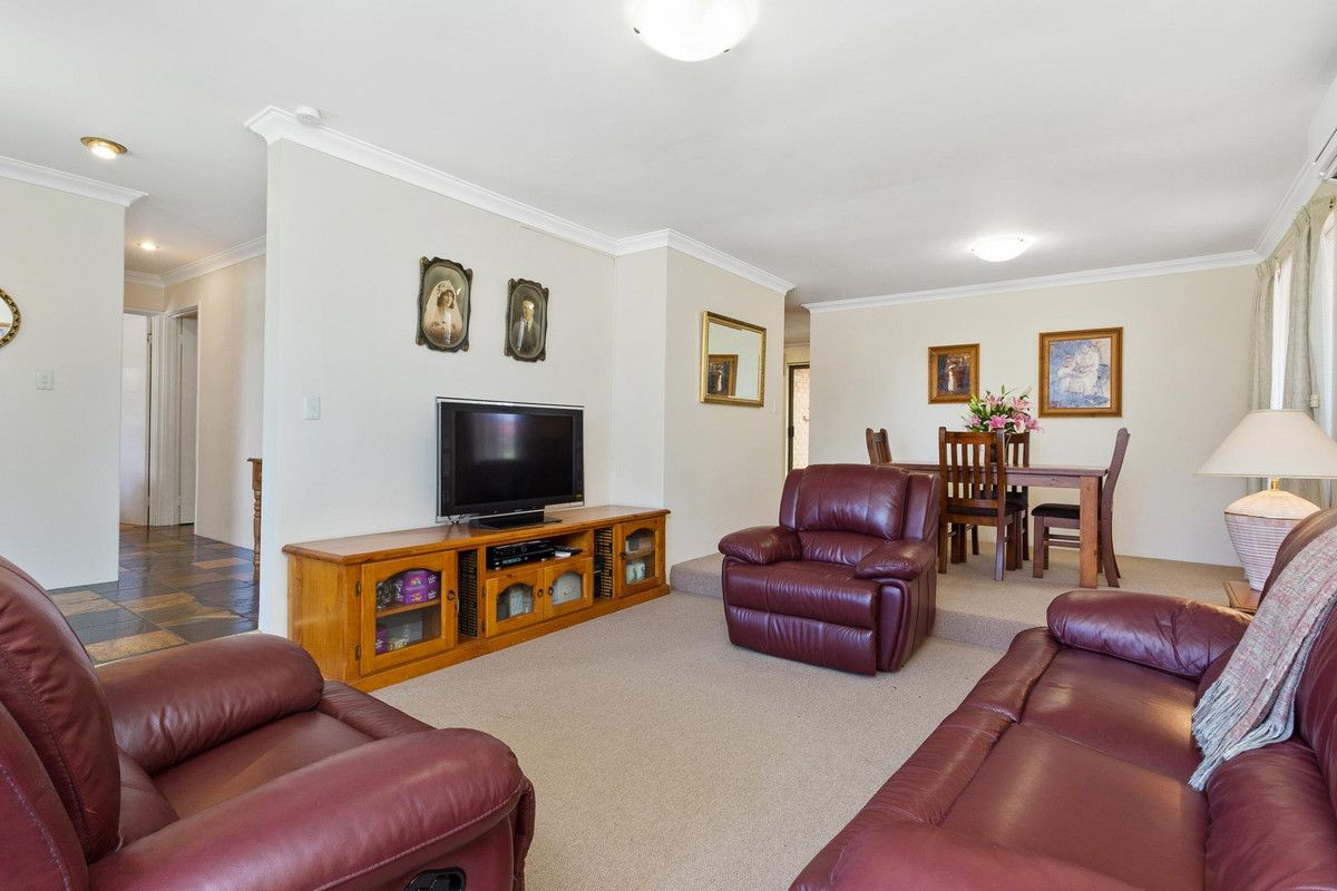 61 The Crest, Woodvale WA 6026, Image 2