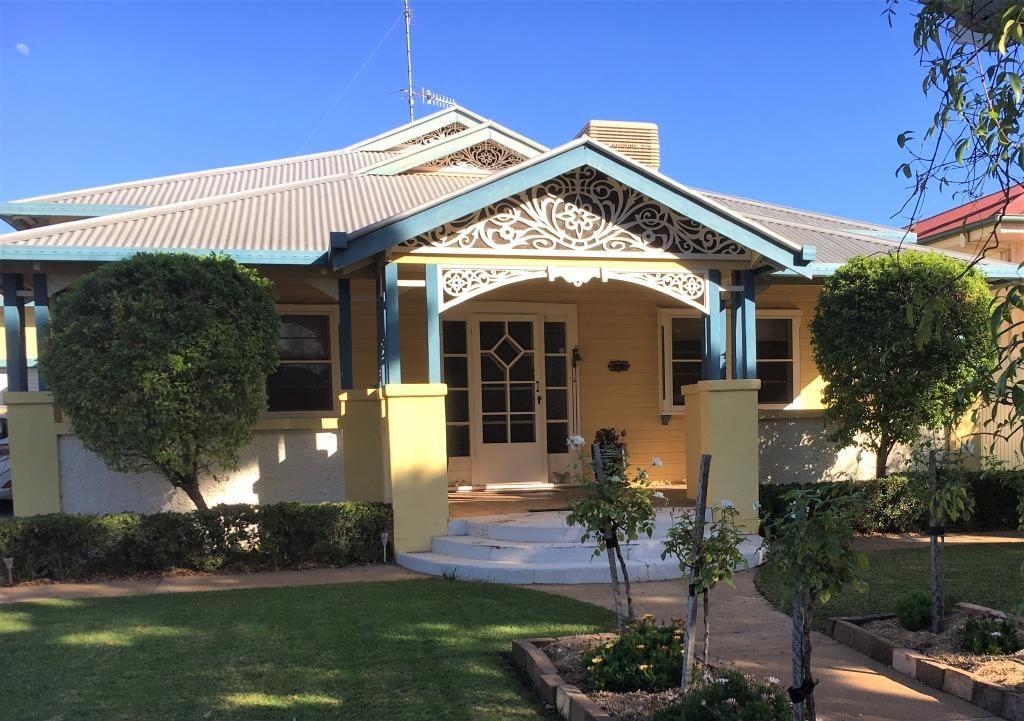 10 Currawang Avenue, Leeton NSW 2705, Image 0