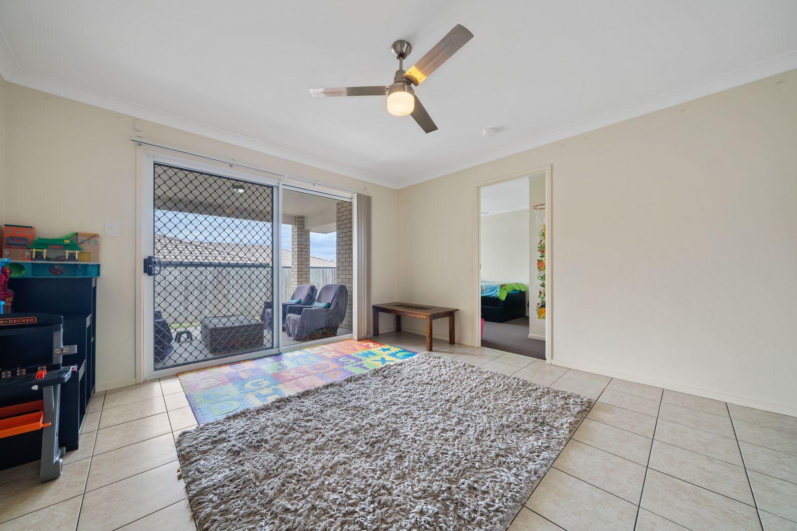 31 Rosella Street, Loganlea QLD 4131, Image 2