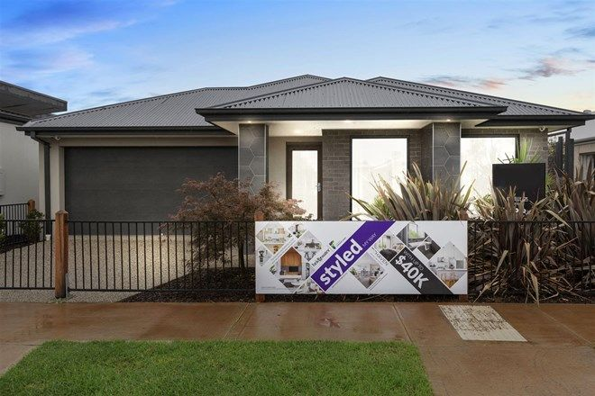 Picture of 12 Wiltshire Blvd, THORNHILL PARK VIC 3335
