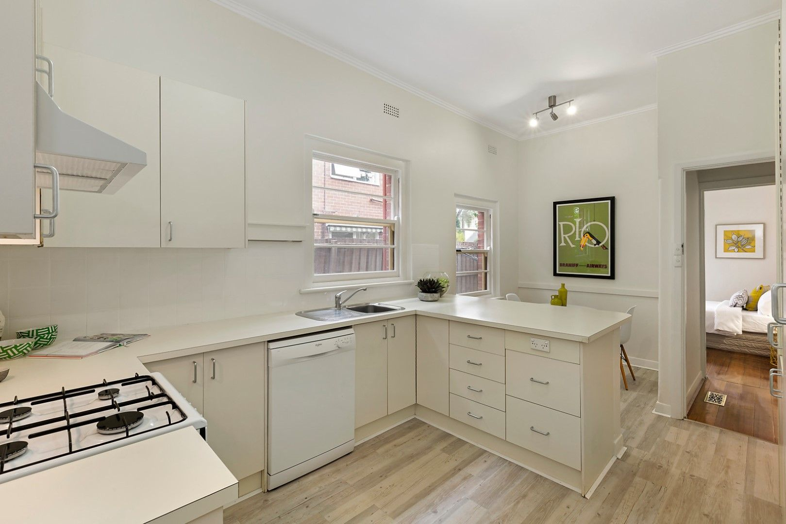 2/6 Finchley Court, Hawthorn VIC 3122, Image 2