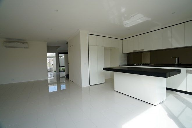 Picture of 7 Lakeview Boulevarde, MERMAID WATERS QLD 4218