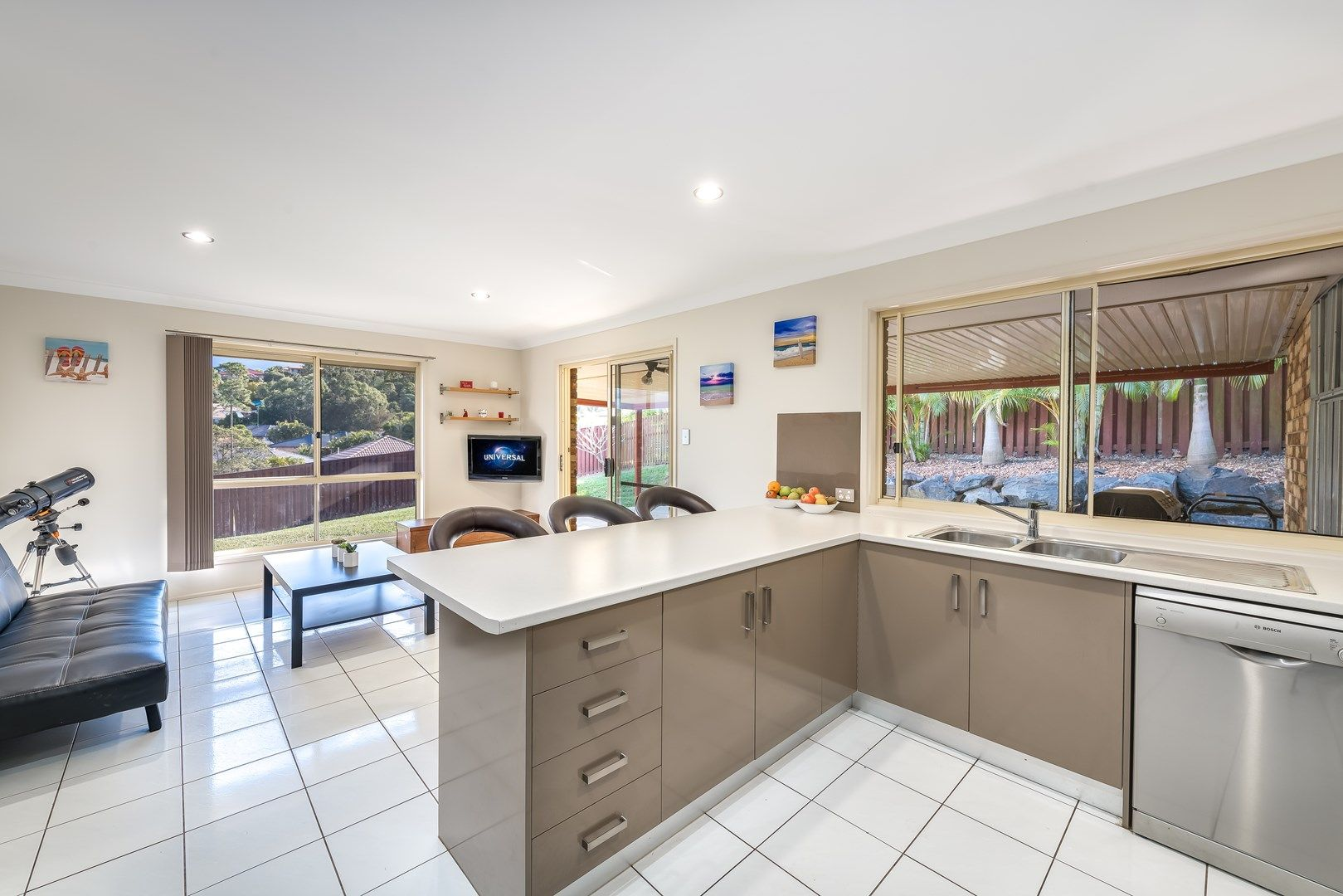 8 Atoli Rise, Pacific Pines QLD 4211, Image 0