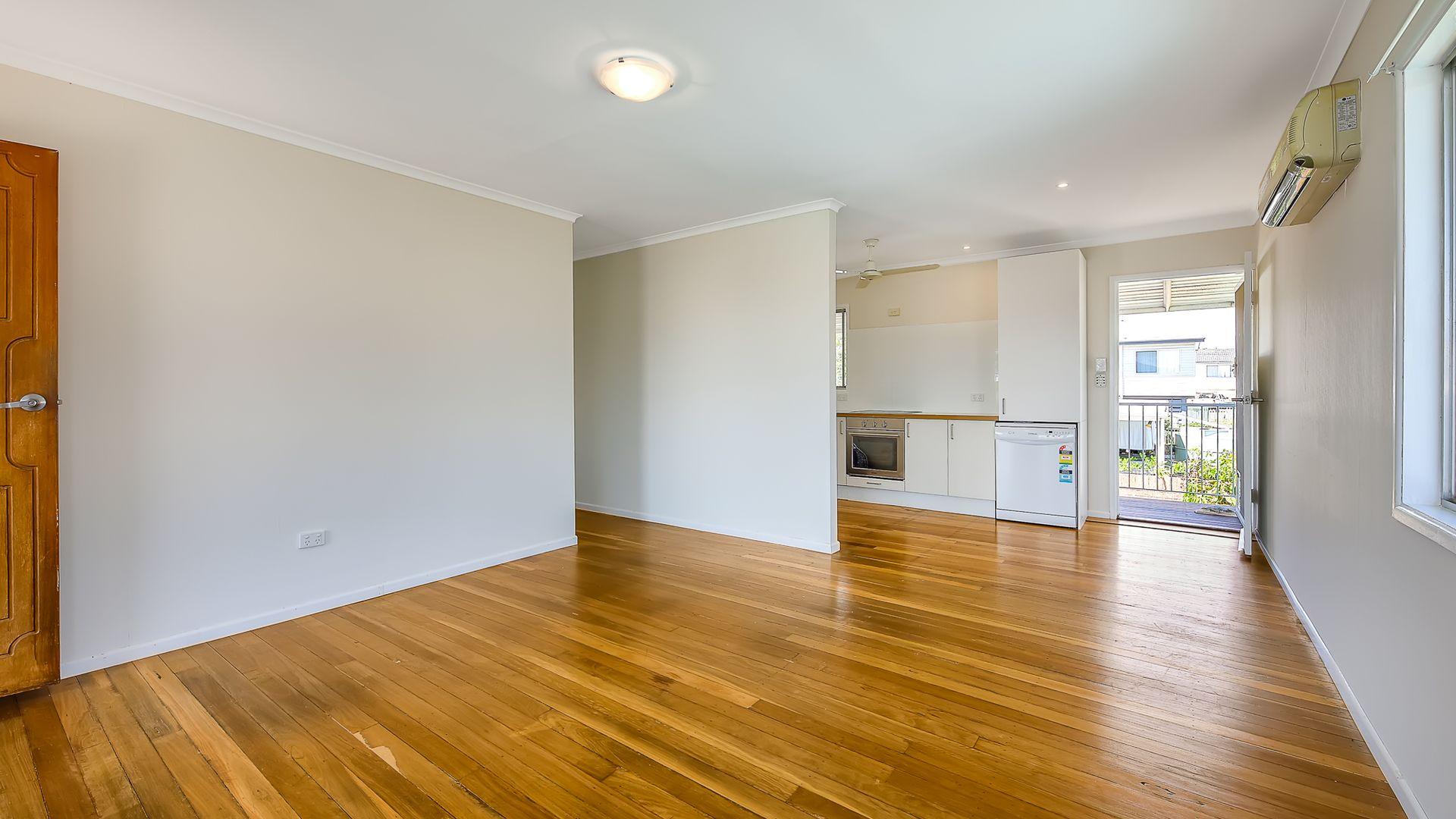 8 Woodrose Street, Kingston QLD 4114, Image 2