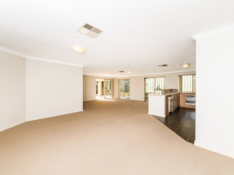 23 Sugarloaf Close, Merriwa WA 6030, Image 2