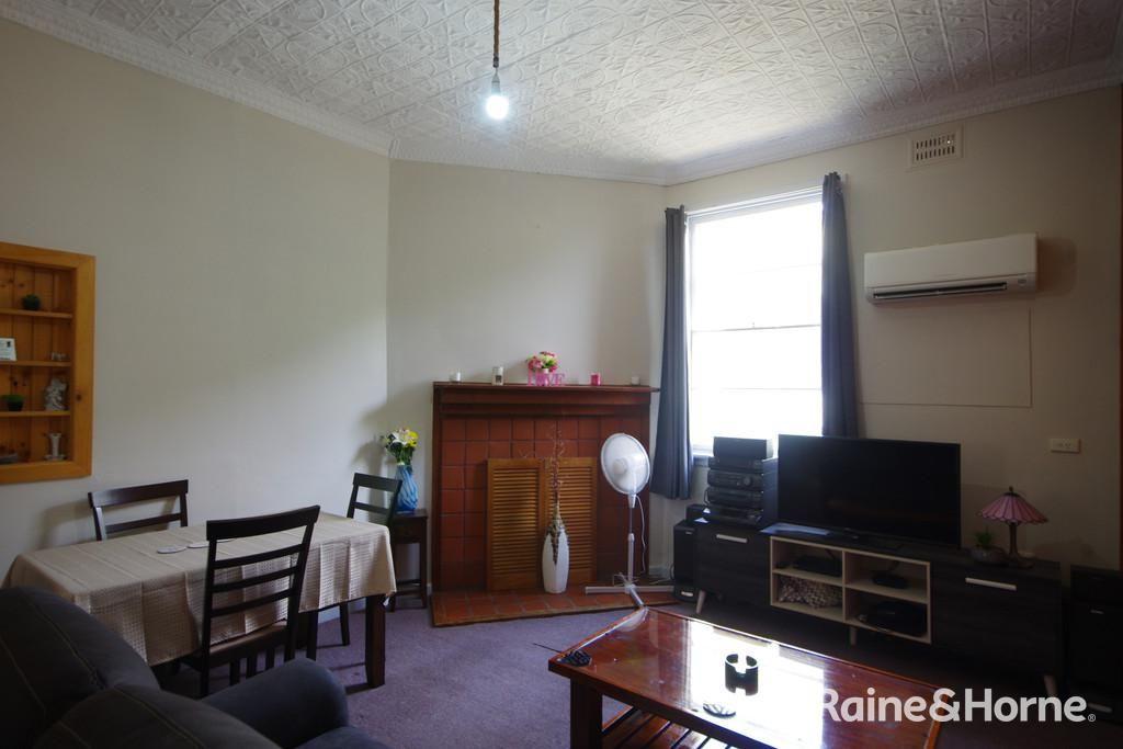 6 Nelson Street, Cowra NSW 2794, Image 2