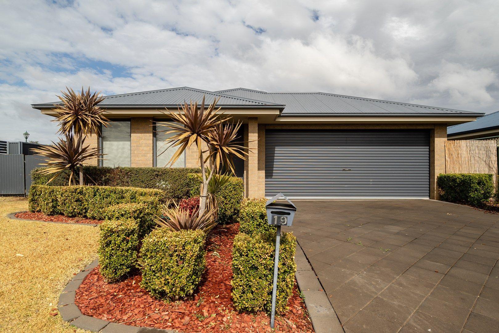 19 Torvean Avenue, Dubbo NSW 2830, Image 0