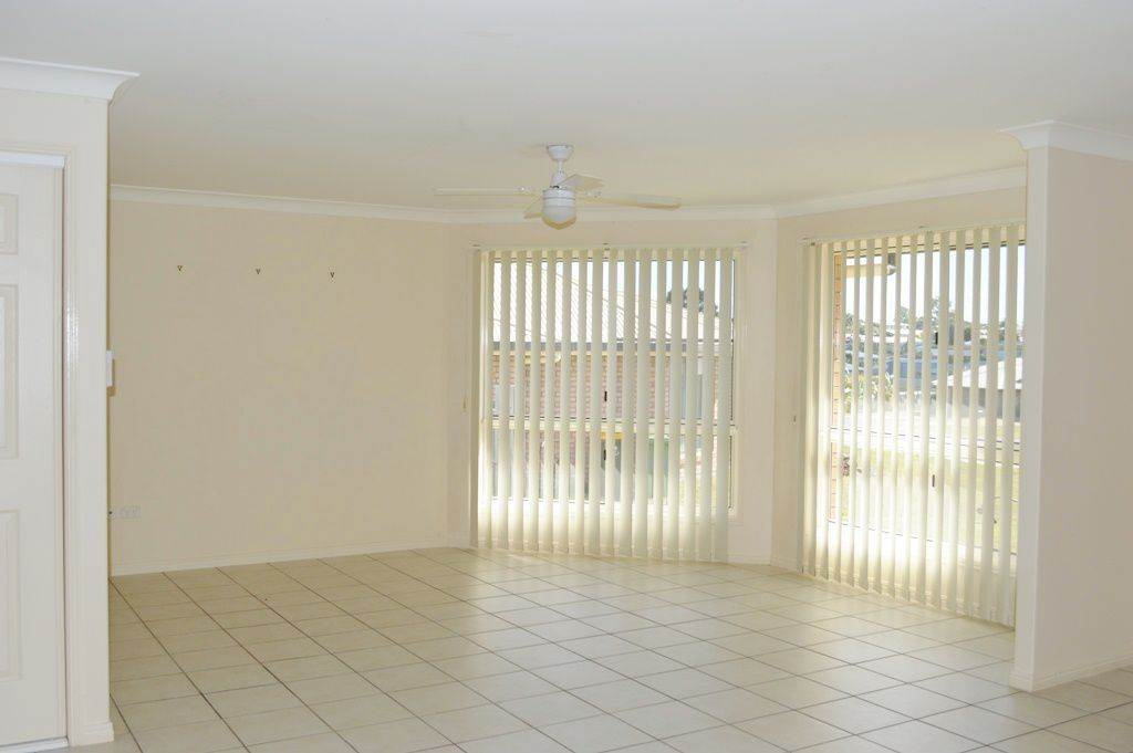 33 Seonaid Place, Gracemere QLD 4702, Image 2