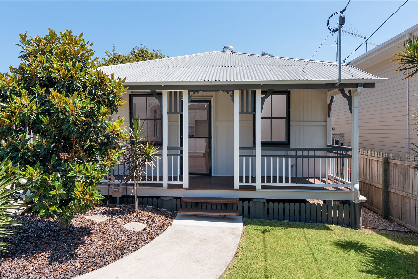 8 Carbethon Street, Manly QLD 4179, Image 0