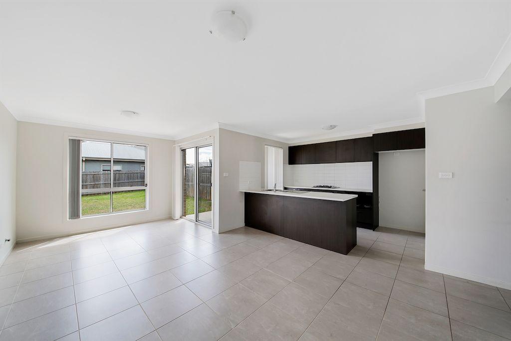 49A Ingleburn Gardens Drive, Bardia NSW 2565, Image 2