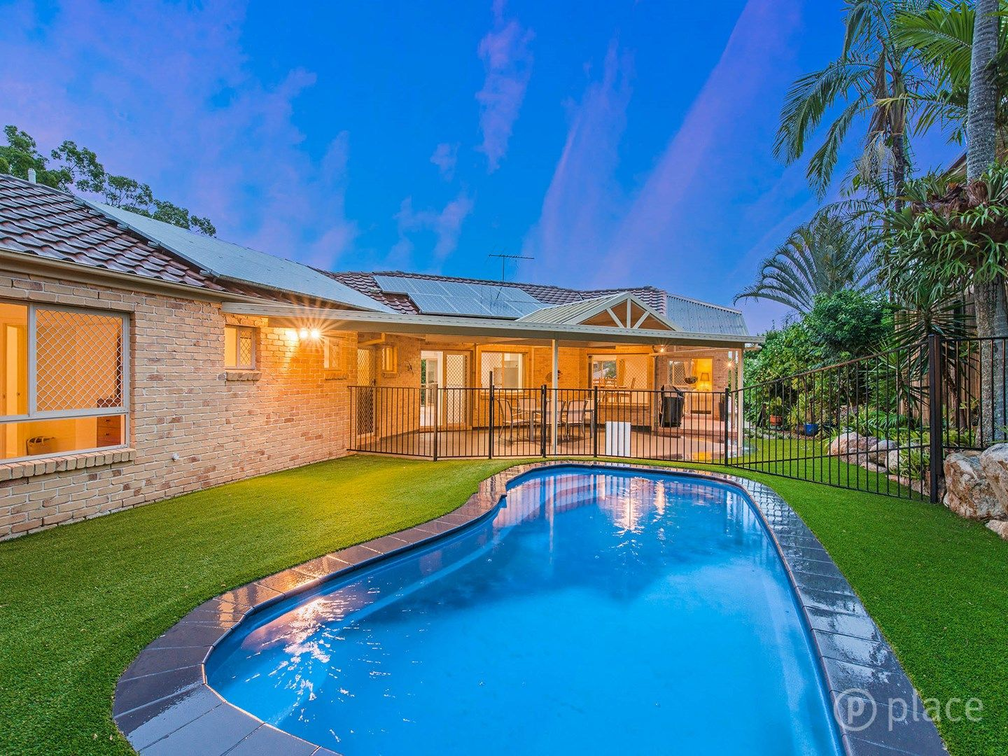 16 Piccadilly Place, Carindale QLD 4152, Image 0