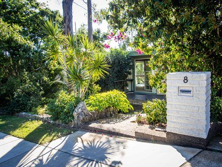 8 Algona Street, Holland Park West QLD 4121, Image 1