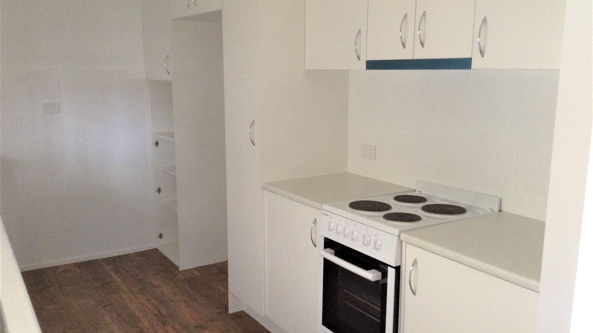 13 Milton Avenue, Paradise Point QLD 4216, Image 2