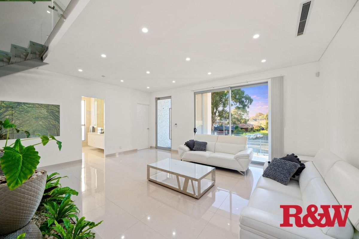 26 Lincoln Road, Georges Hall NSW 2198, Image 2