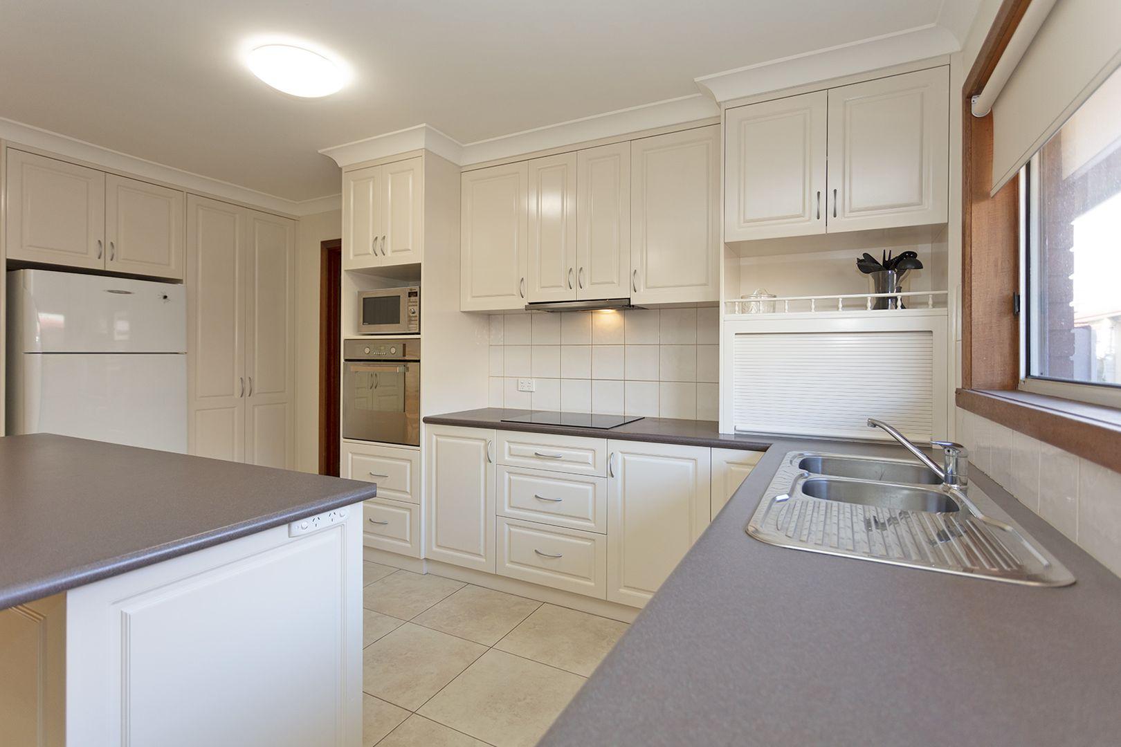 510 Kemp Street, Lavington NSW 2641, Image 2