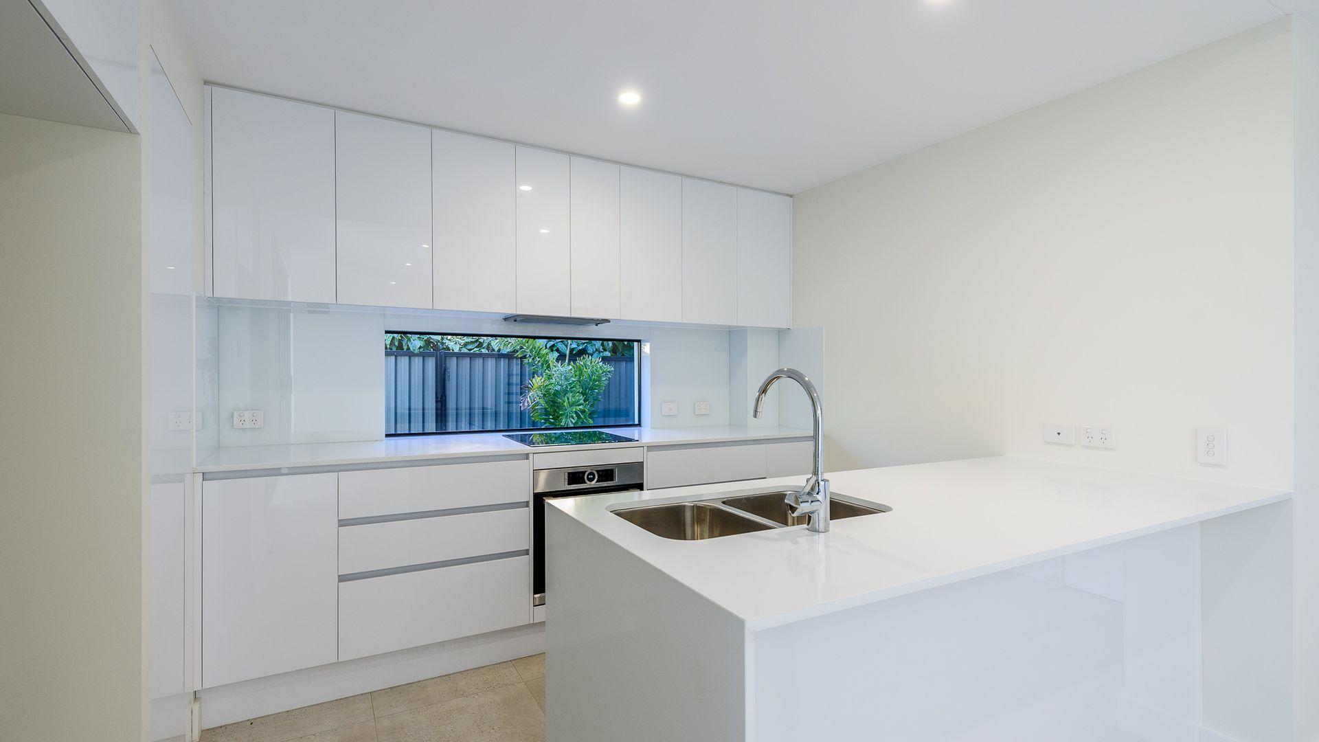 2/117 Bayview Street, Runaway Bay QLD 4216, Image 1