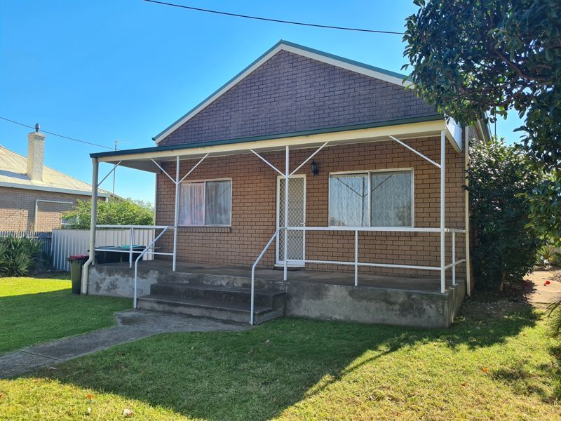 16 Cross Street, Junee NSW 2663